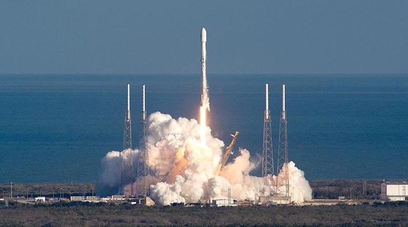 SpaceX запустила ракету с 64 спутниками, в их числе и два казахстанских
